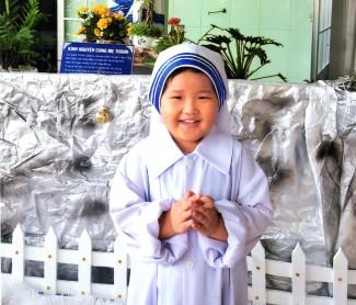 Chăm sóc các bé cô nhi tại MÁI ẤM TÌNH MẸ 2 - CỘNG ĐOÀN MẸ THIÊN CHÚA