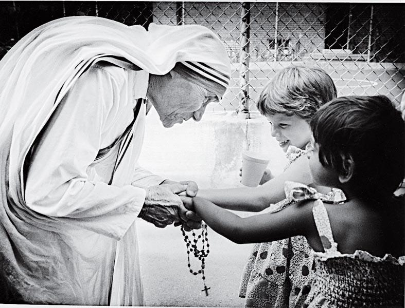 Mẹ Têrêsa Calcutta – Vị thánh của lòng thương xót.