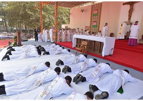 Một làng dân tộc Bangladesh theo đạo nhờ gương sống của một linh mục