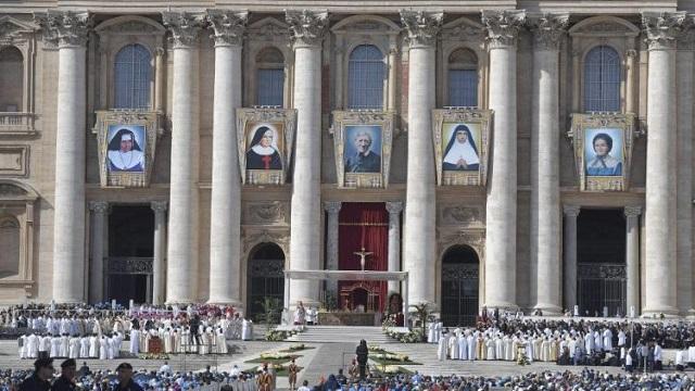Đức Thánh Cha Phanxicô phá kỷ lục tuyên thánh: 898 vị trong gần 7 năm