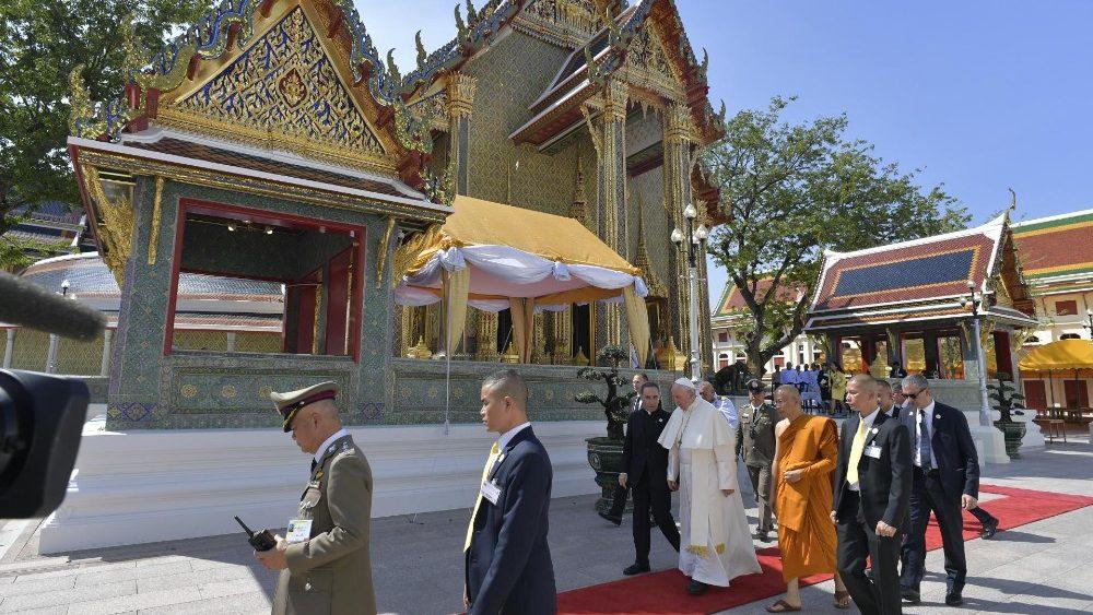 Đức Thánh Cha Phanxicô thăm Đức Tăng Thống của Phật giáo