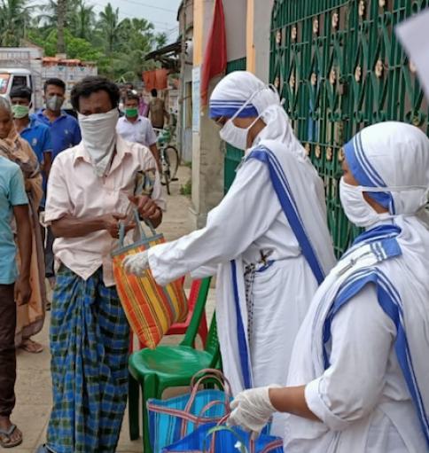 45 phụ nữ bị bỏ rơi thoát khỏi corona virus nhờ các nữ u THỪA SAI BÁC ÁI  của mẹ Thánh Teresa.